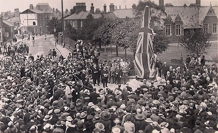 Unveiling the memorial in 1921